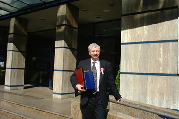 dr.Bartha András átvette a Klauzál Gábor díjat, 2002.
